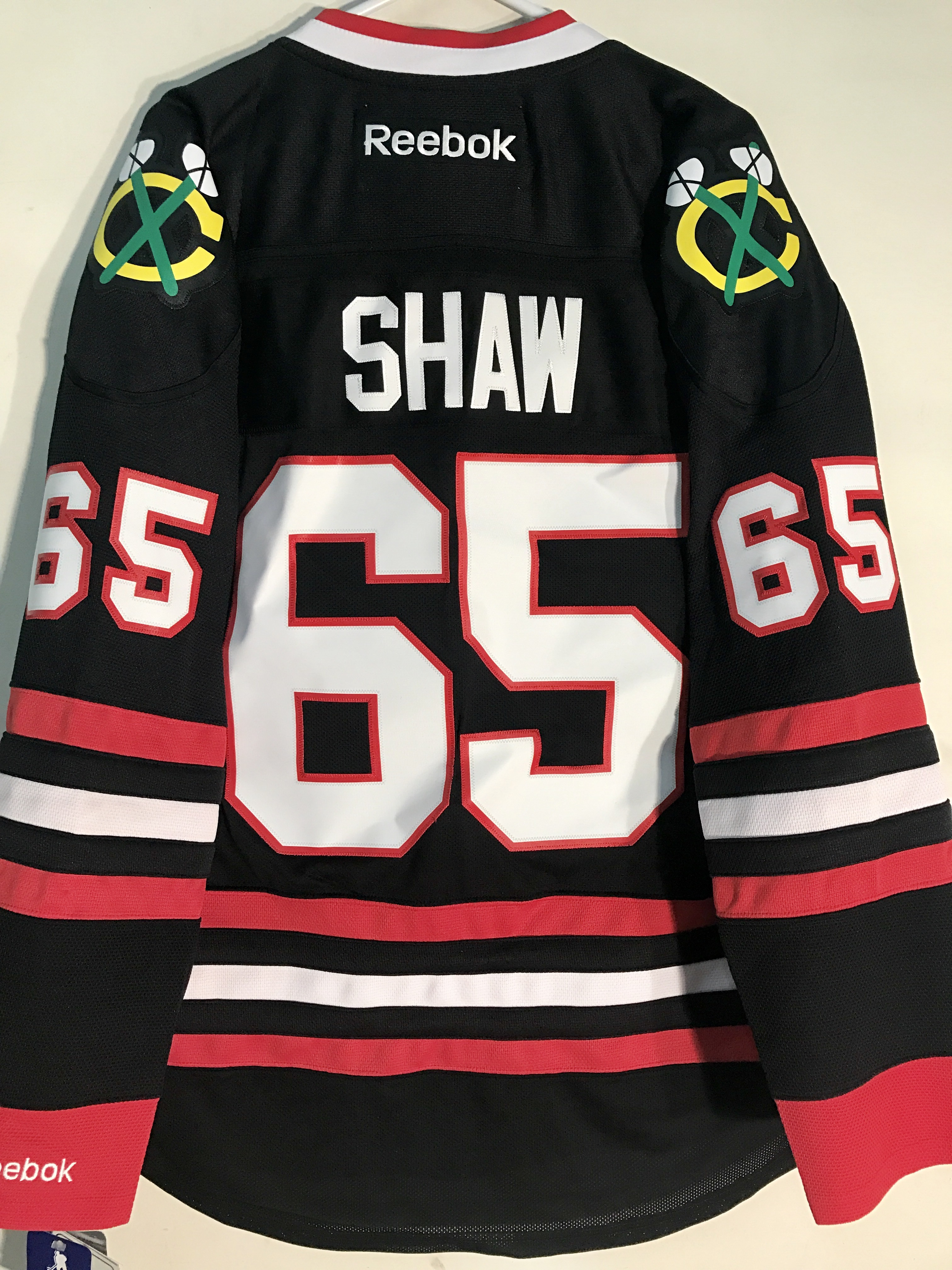 black blackhawks jersey